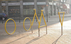 Bike_rack_optical_illusion_1