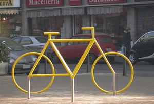Bike_rack_optical_illusion_2