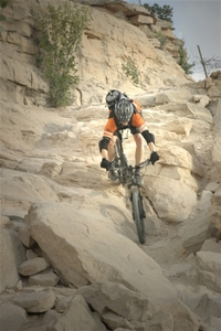 Mountain_biking_downhill_rocks_bo_2