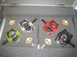 Interbike_expo_crankbrothers_acid_pedals_1