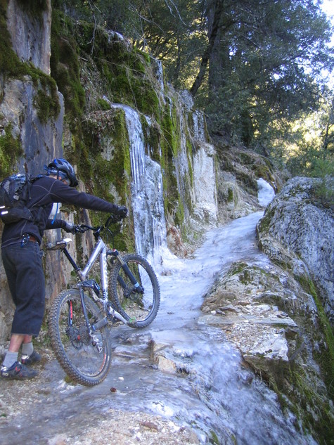 Mountain_biking_on_ice_downieville