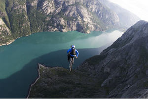 Stefan_oberlander_bike_base_jump